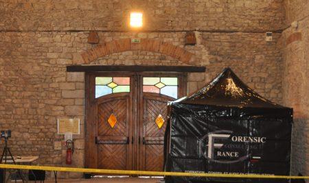 Scène post-attentat à l'Abbaye Saint Marie de Cercanceaux